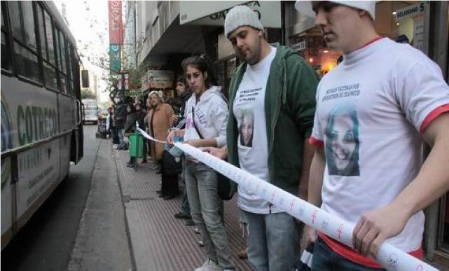 Baranda de la vida sobre Belgrano - Foto de Marcela ROSALES